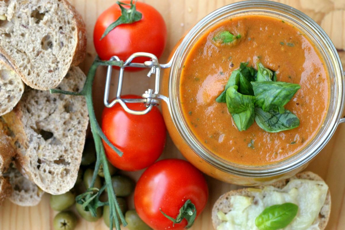 Nátierka z pečených paradajok a cesnaku